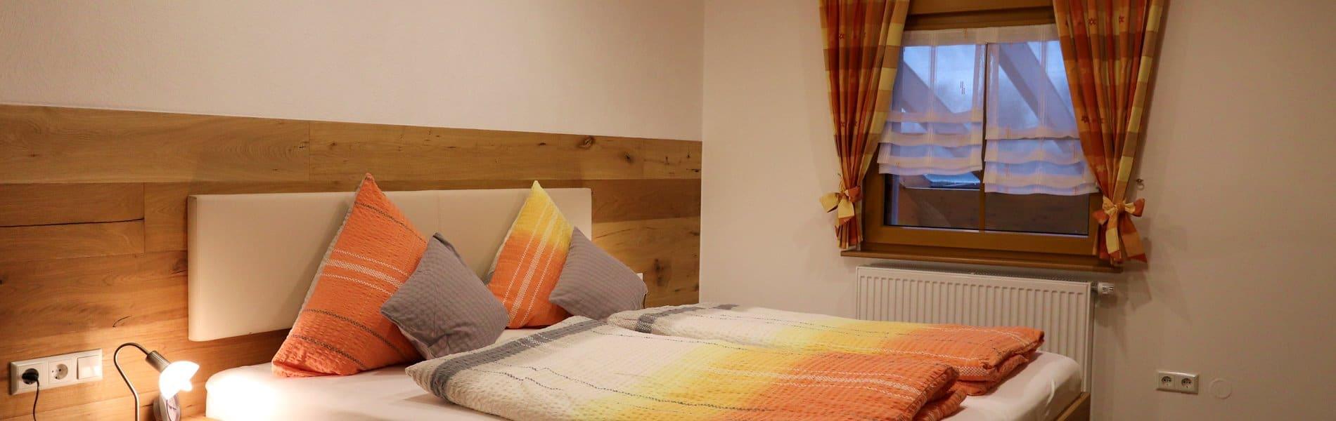 ferienwohnung-wiese-schlafzimmer